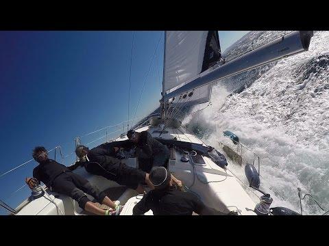 Segelyacht im sturm  Rauhes Wetter: Motorboot gegen Segelyacht bei Sturm - Sporter TV ...