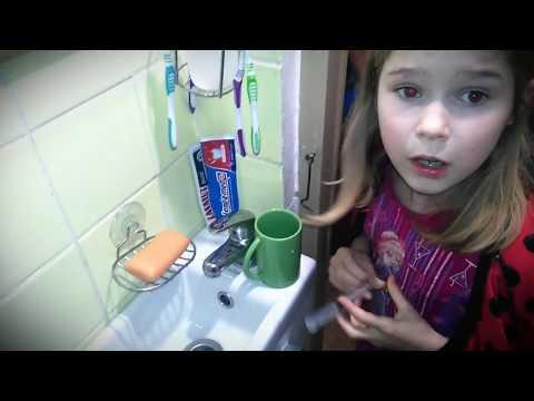 Как наши дети промывают носик соляным раствором.