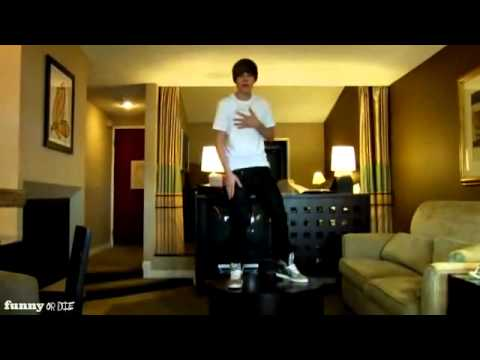 Justin Bieber fall off the table