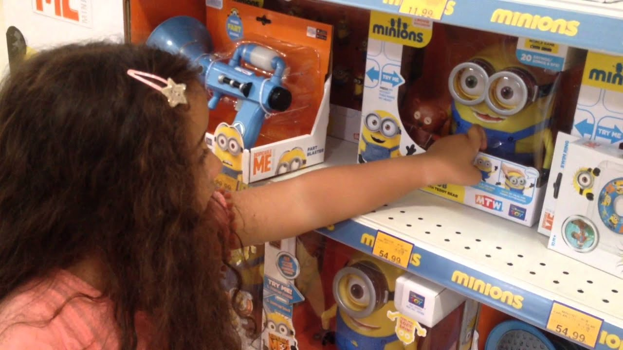 The Minions At Toys R Us Youtube