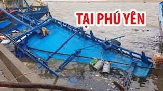 Tàu cá bị chìm, tàu hàng trôi dạt tại Phú Yên