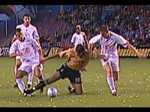 Ibrahimovic kicks van der Vaart