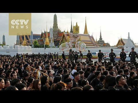 Body of Thai king moved to Grand Palace