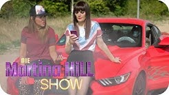 Rebecca & Larissa ON TOUR: Larissa am Steuer! | Die Martina Hill Show | SAT.1 TV