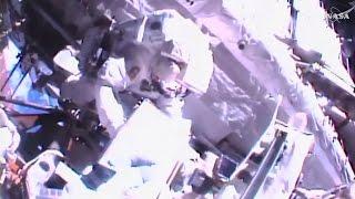 Première sortie dans l'espace de Thomas Pesquet (Direct du 13.01)