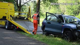 Auto frontaal op boom in Ter  Apelkanaal