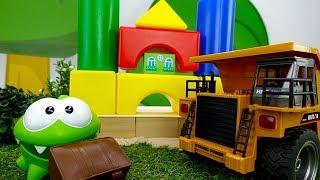 Мультики для детей с игрушками. Ам Ням строит дом.