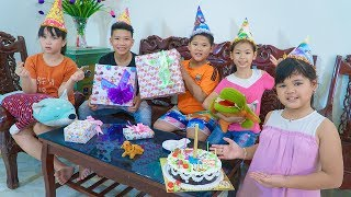 Kids Go To School | Cheerful Lesson Of Chuns And Friends Brother Buys Cake And Treats