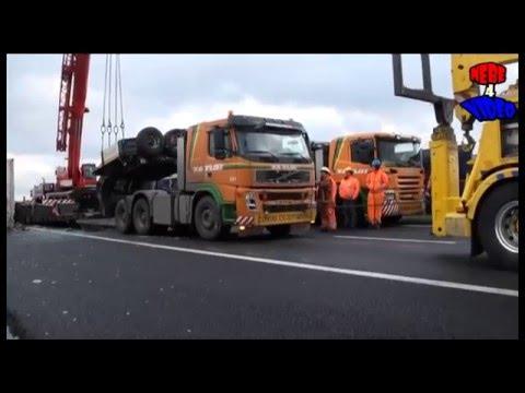 Een dode en een enorme ravage met vier vrachtwagens A15