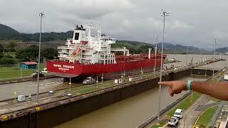 Cách để Các Tàu Biển Qua Kênh Đào Panama.
