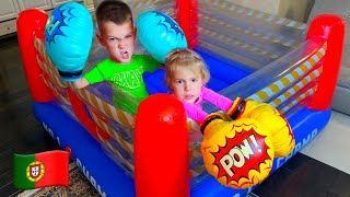 Cinco Crianças História sobre Brinquedos Loja
