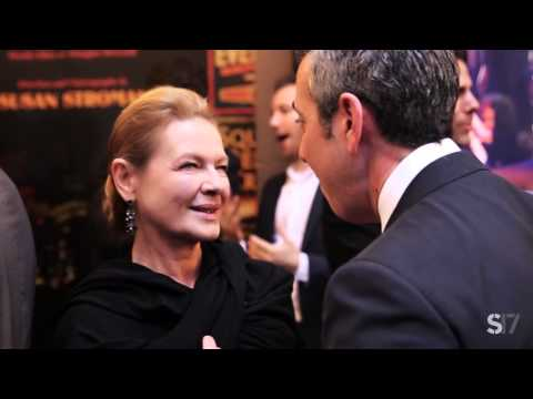DRESS UP! Moment with Dianne Wiest