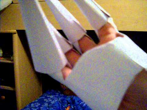 Paper Gloves Equipt With Claws