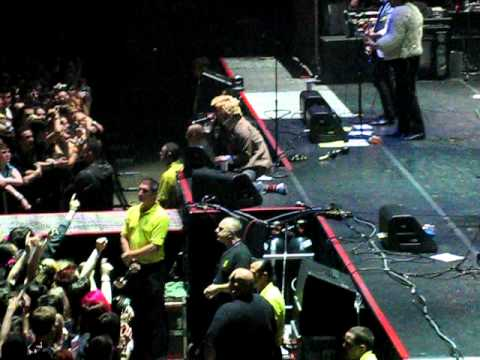 Sally - Foxboro Hot Tubs - MEN Arena 31/10/09 mp3