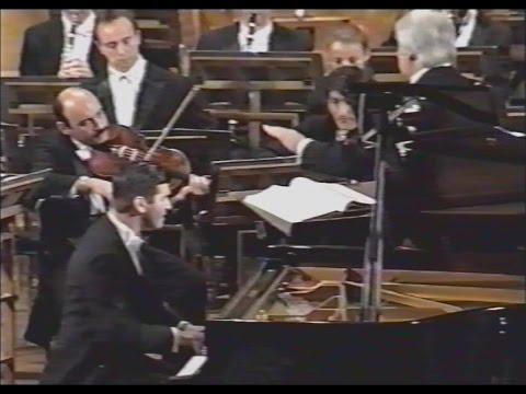 Rachmaninov Piano Concerto 3 Mvt 1-Sgouros 1997 Moscow RUSSIAN DEBUT