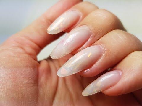 Полупрозрачный гель лак для ногтей