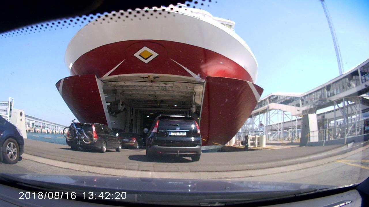 Autolla Laivaan