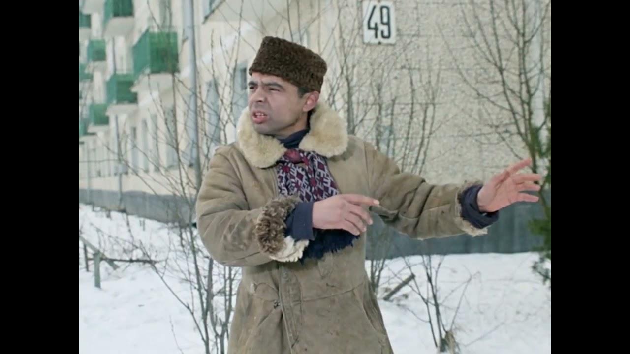 Эй, гражданина! Ты туда не ходи - ты сюда ходи. А то снег башка попадёт - совсем мёртвый будешь...