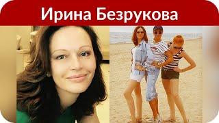 Несмотря на холод, Безрукова позировала на красной дорожке в легком платье