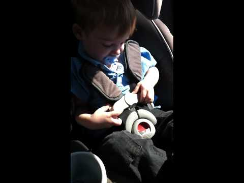 2-year-old-opens-seatbelt-on-carseat