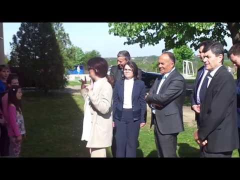 Dobrodošlica ministru prosvete od đaka osnovne škole Žika Popović Vladimirci
