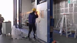 Einbruchtest: Stahltür in den höchsten Sicherheitsstufen RC5 + RC6 getestet