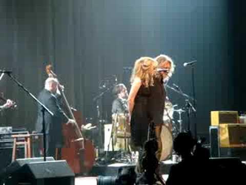 Black Dog Lyrics - Robert Plant & Alison Krauss - FlashLyrics