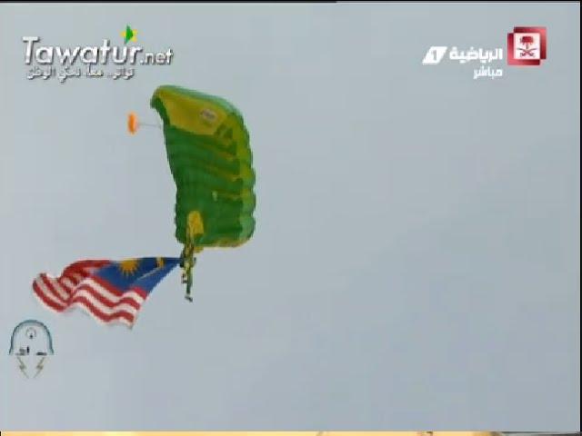 رعد الشمال : فقط مظليو موريتانيا و باكستان و السعودية هم من شارك فى عملية القفز لإنزال أعلام  الدول
