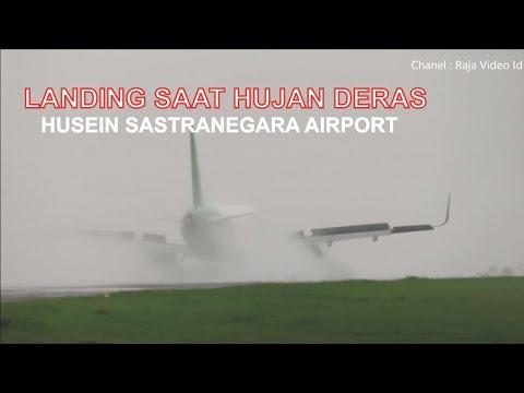 Landing saat Hujan Deras Pesawat Citilink dan Wings Air di Bandara Husein Sastranegara Bandung
