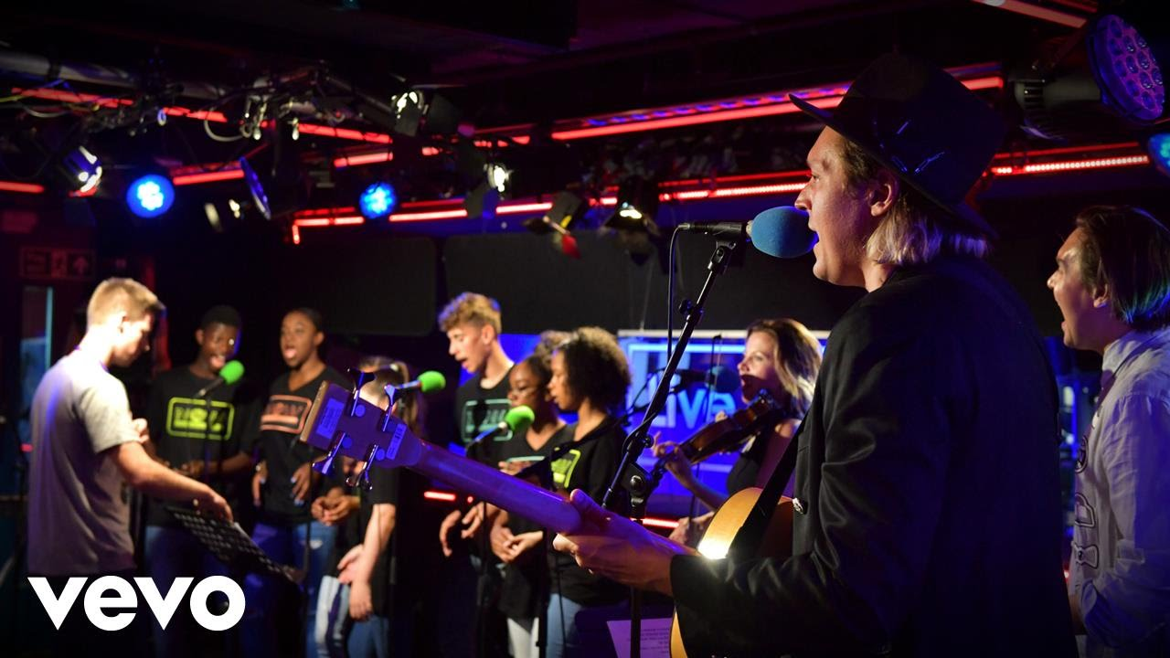 arcade-fire-everything-now-in-the-live-lounge-bbcradio1vevo