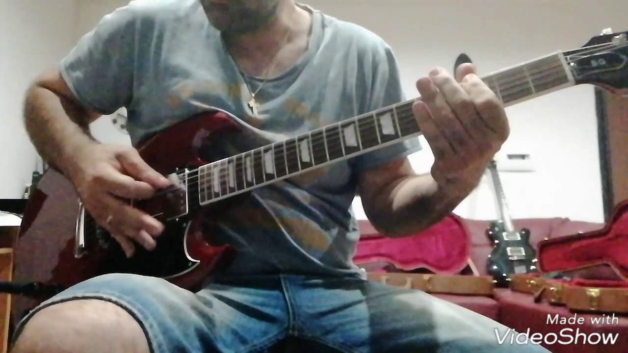 gibson les paul traditional 2014 vs gibson sg standard 2017 youtube. Black Bedroom Furniture Sets. Home Design Ideas