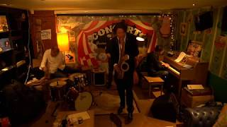 Yuri Honing presenteert zijn nieuwe album Goldbrun op het podium va...