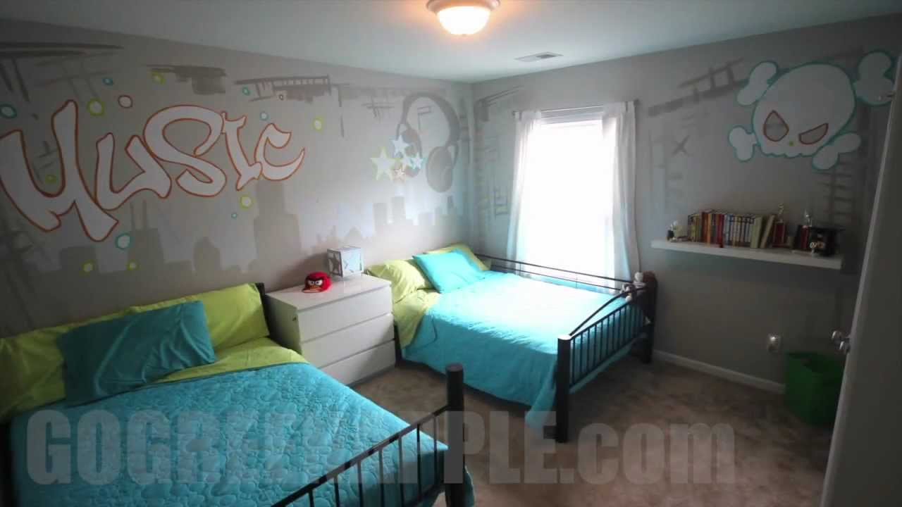 Kids bedroom makeover music theme ideas how to mural for Kids room makeover