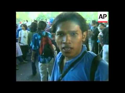 INDONESIA: JAKARTA: STUDENTS CLASH WITH POLICE