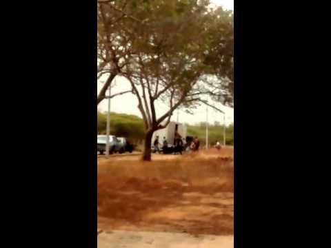 Vea como asaltan en alrededores de universidad del Zulia