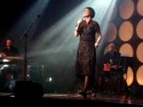 Finíssimo - Fernanda Takai faz show em Brasília