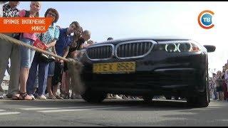 Самый сильный белорус тащит автомобиль. Видеофакт
