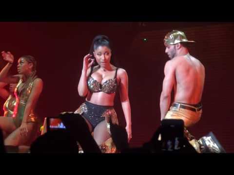 Nicki Minaj - Anaconda (live) PinkPrint Tour