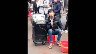 Hát rong đường phố - Chàng ca sĩ Mù hát vọng cổ cực hay!