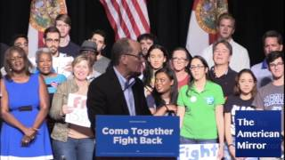 DNC chair Tom Perez points out child in audience -- and keeps on swearing