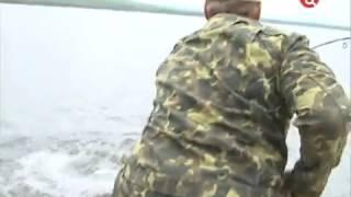 На рыбалке в Туве Путин поймал 21-килограммовую щуку(, 2014-04-06T18:53:38.000Z)