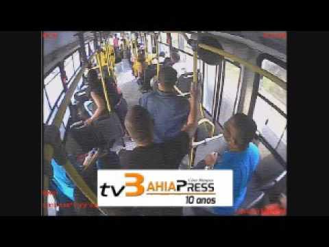 Avenida Paralela  - Assalto a ônibus com morte do PM