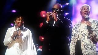 Stevie Wonder, Dionne Warwick, Gladys Knight That's what Friends are for live