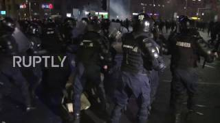 Romania: Anti-corruption protesters fight running battles with police following huge march