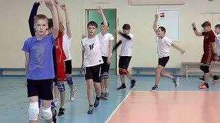 Детский волейбол.  Мальчики. Тренировка. Разминка в движении