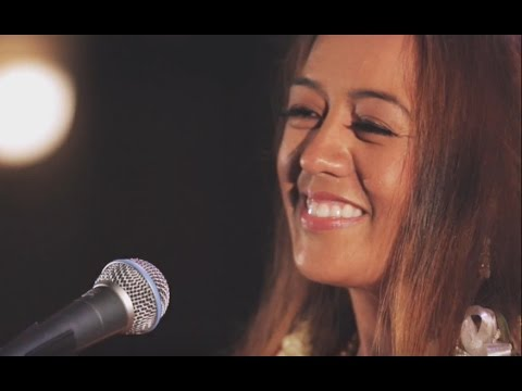 Raiatea Helm - The Good Old Hoʻomalimali E (HiSessions.com Acoustic Live!)