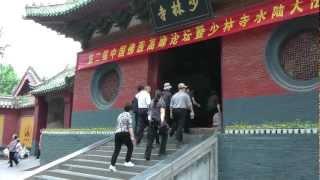 Монастырь Шаолинь(Шаоли́нь ( кит. упр. 少林寺, пиньинь: Shàolínsì) — буддистский монастырь в центральном Китае (провинция Хэнань,..., 2012-07-28T22:24:52.000Z)