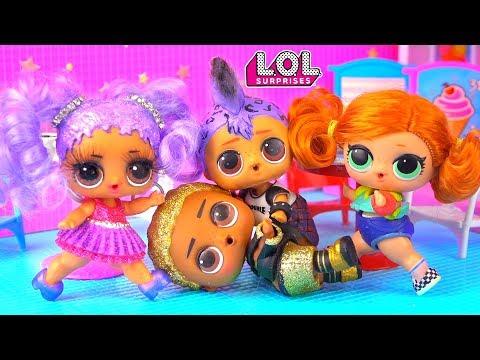 Скейти в ШОКЕ! Панки подрался с Кинг-Би из-за Марии! Мультик про куклы лол сюрприз LOL Dolls