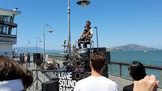 트레블러 in SanF, 혼자서 노래.기타.드럼을 한번…