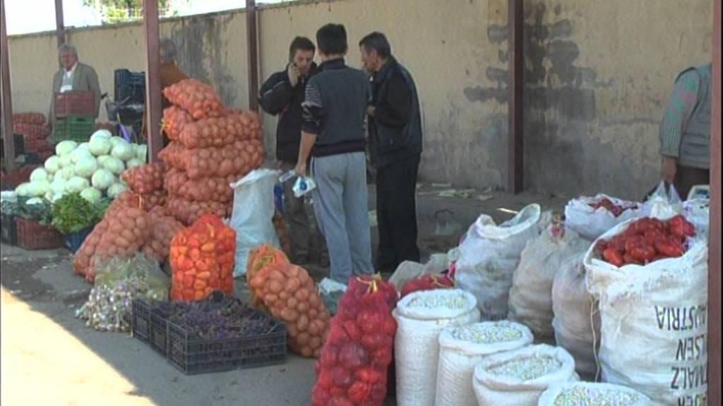 Fermerët në Korçë, prodhimet shiten nën kosto, nuk ka fuqi blerëse